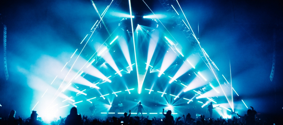 Vista 3 by Chroma-Q Shows its Versatility Onstage for Don Broco Tour
