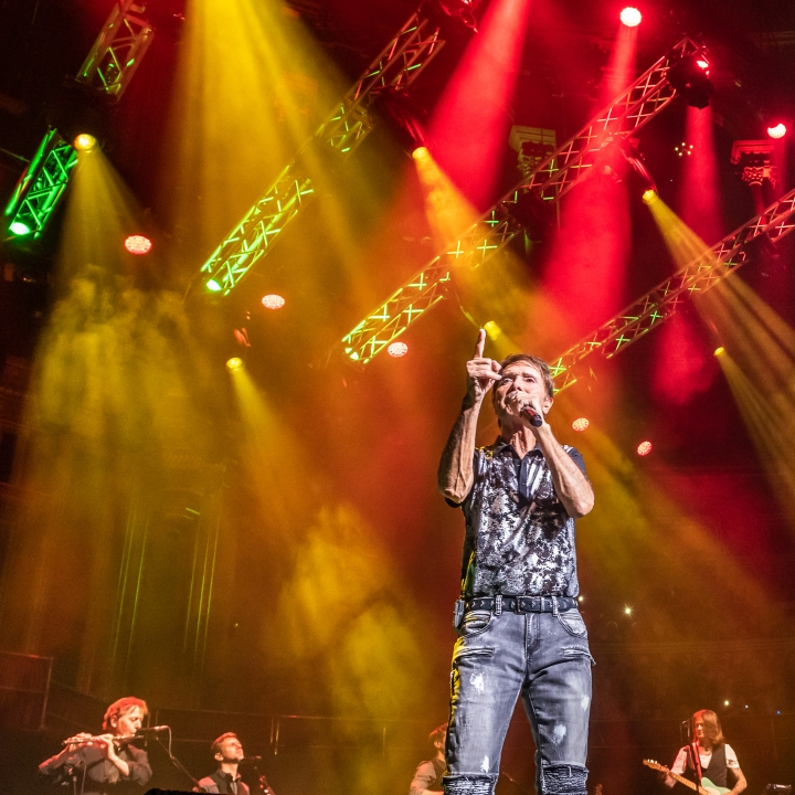 Vista 3 by Chroma-Q Delivers a Memorable Performance for Cliff Richard 60th Anniversary Shows